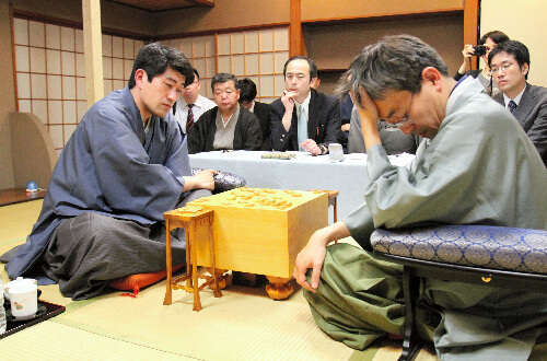 この画像は、サイトの記事「将棋 名人戦 羽生 森内 テレビやネットで話題 YouTube注目無料視聴動画ご紹介!」のイメージ写真画像として利用しています。