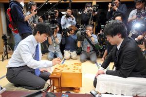 この画像は、サイトの記事「藤井聡太四段 竜王戦予選6組優勝 テレビやネットで話題 YouTube注目無料視聴動画ご紹介!」のイメージ写真画像として利用しています。