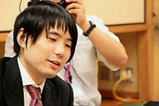 この画像は、サイトの記事「王座戦 佐藤天彦 テレビやネットで話題 YouTube注目無料視聴動画ご紹介!」のイメージ写真画像として利用しています。