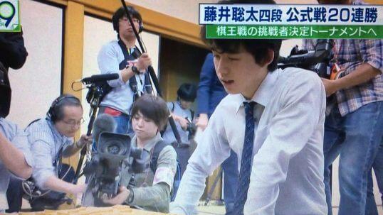 この画像は、サイトの記事「棋王戦 藤井聡太 テレビやネットで話題 YouTube注目無料視聴動画ご紹介!」のイメージ写真画像として利用しています。
