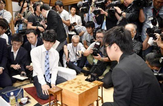 この画像は、サイトの記事「藤井聡太四段 29連勝 テレビやネットで話題 YouTube注目無料視聴動画ご紹介!」のイメージ写真画像として利用しています。